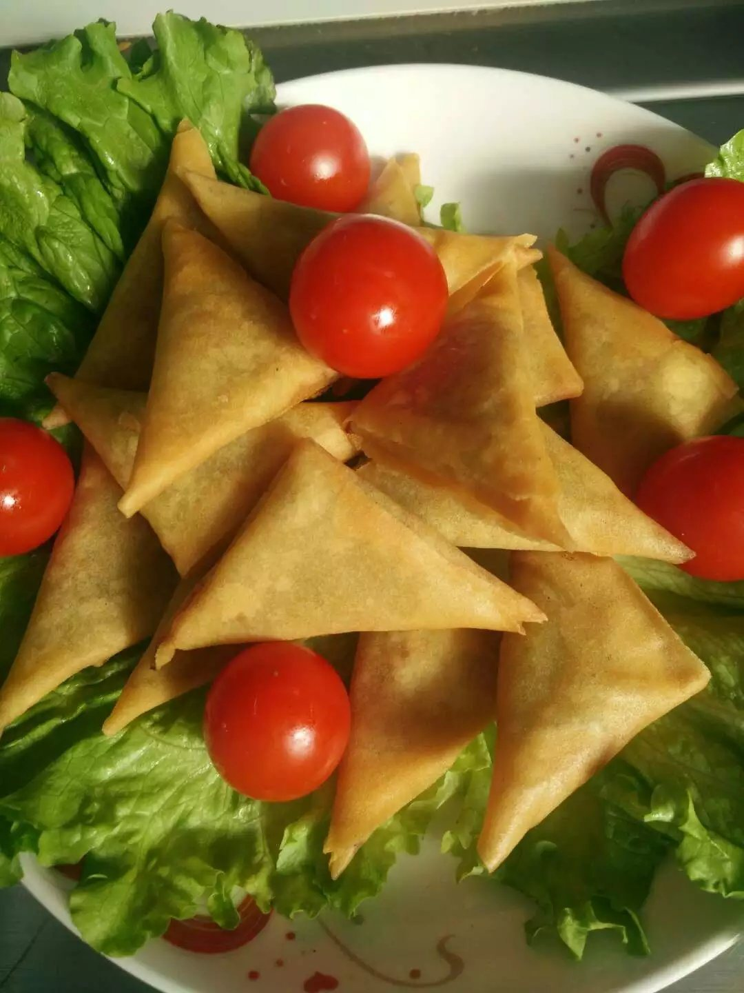 Fresh Hand-Made Vegetable Samosa 15g/piece pictures & photos