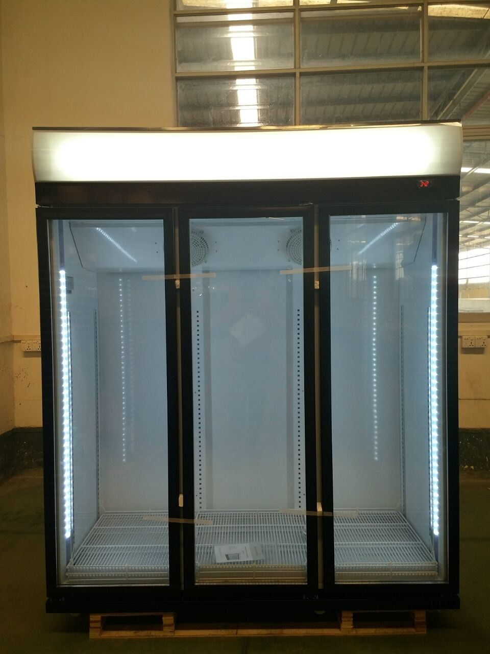 China 3 Glass Door Super General Refrigerators For Coca Cola Upright Cooler Triple Chiller