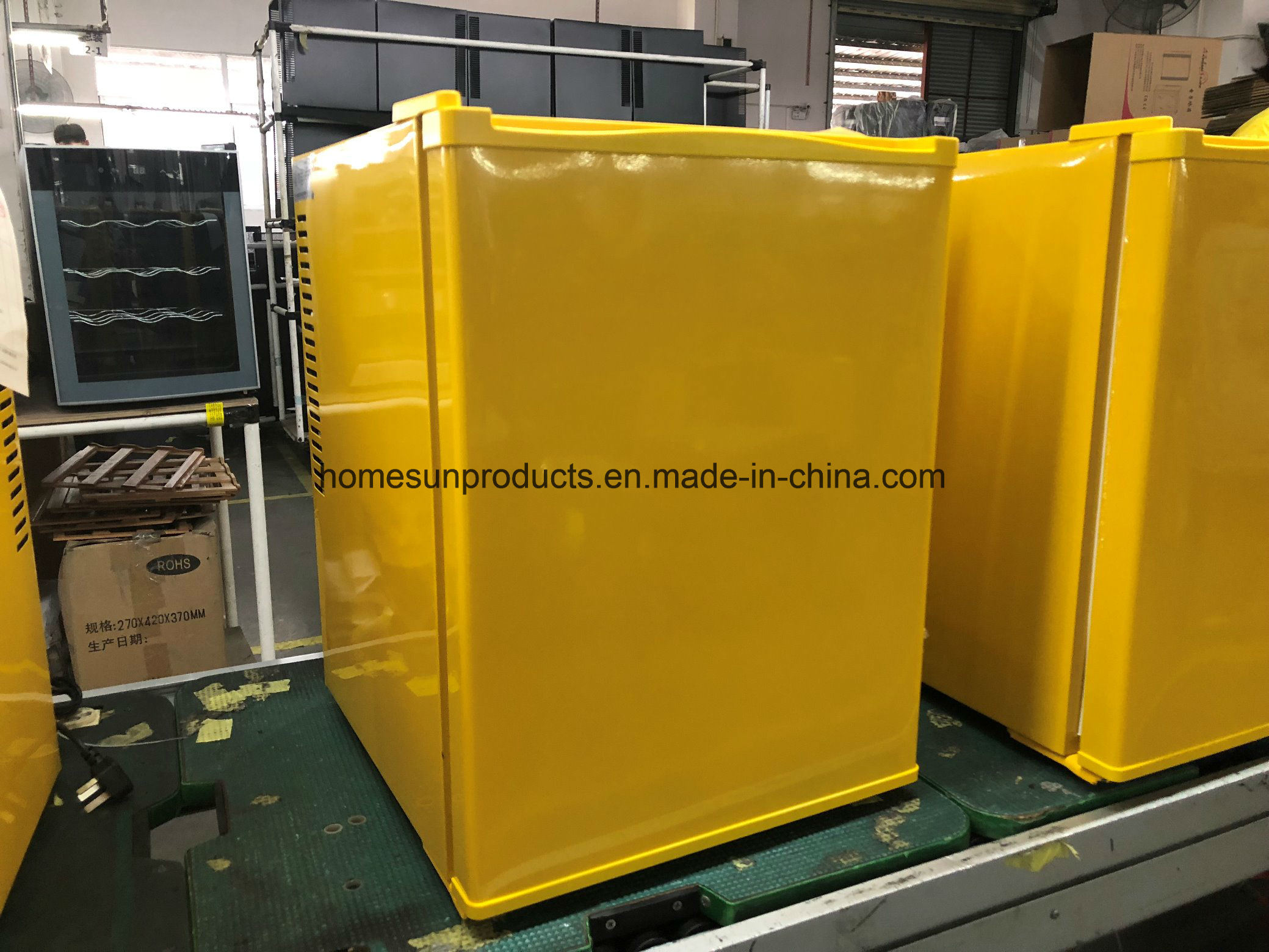 China New Yellow/Customized Color Thermoelectric/Peltier Mini Fridge