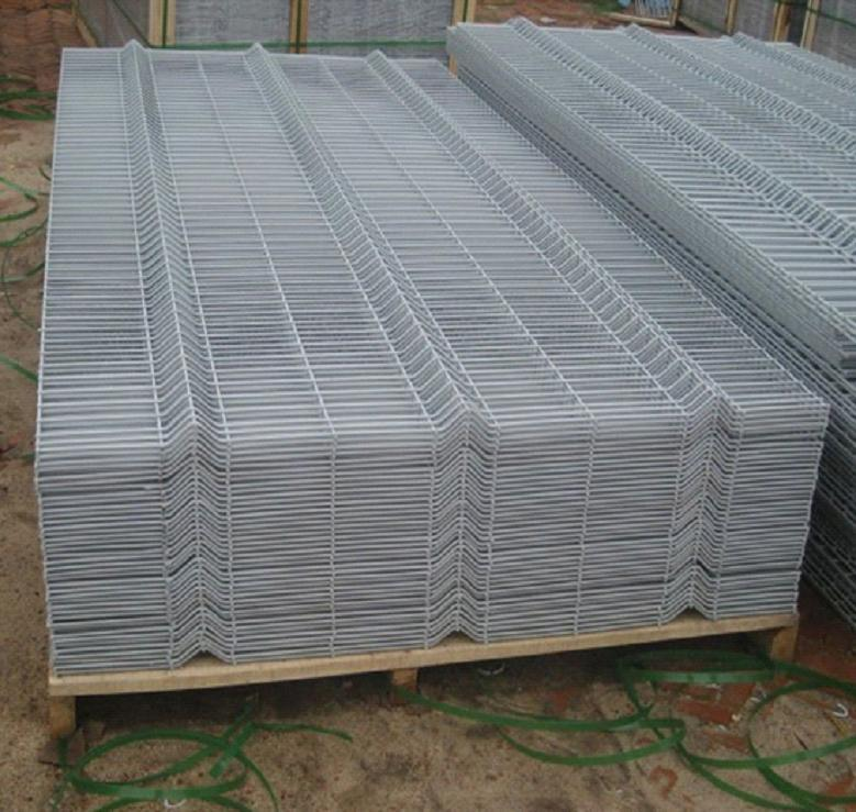China Galvanized Curved Welded Wire Fence Panel/Bending Mesh Fence ...
