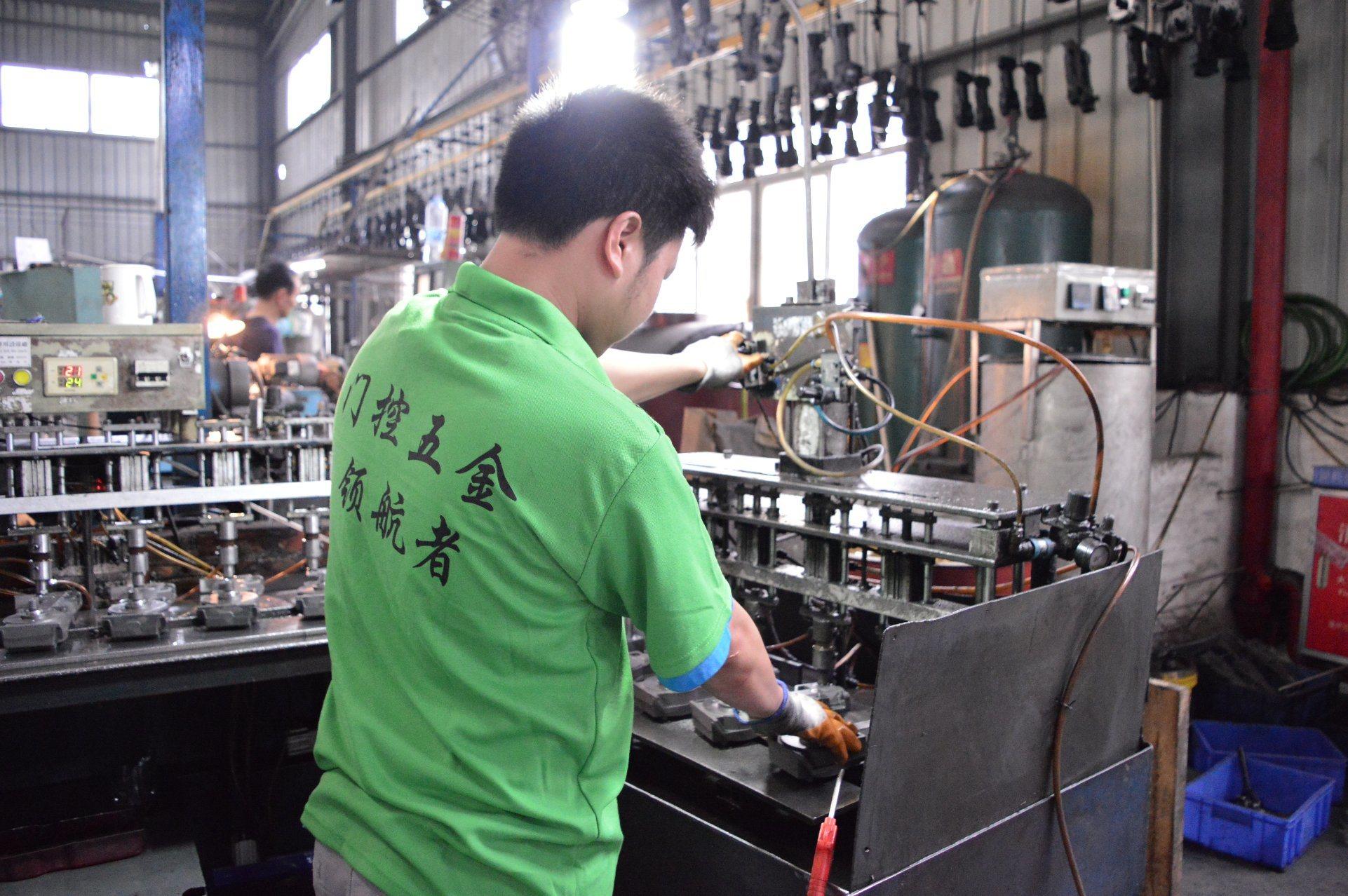 China Manufacturer Glass Door Fittings Hydraulic Door Hinge Floor