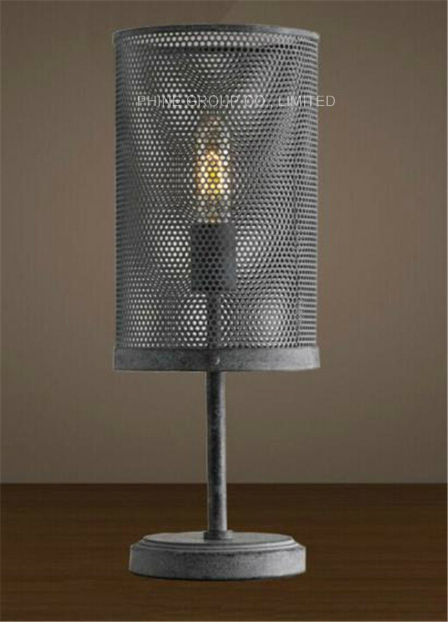 Interior Decorative Table/Desk Lamp with Metal for Bedside or Study pictures & photos