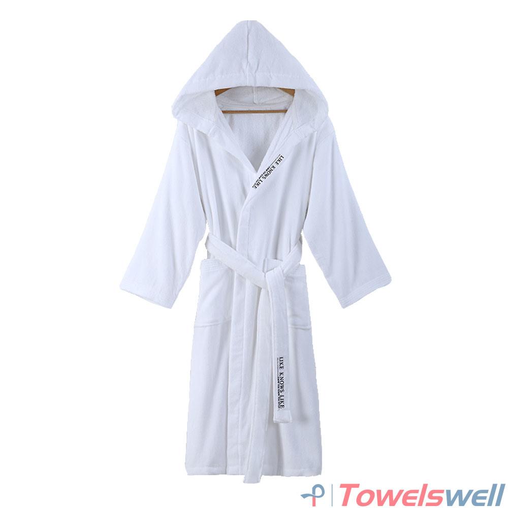 f724d6250e China Long Cotton Hooded Bathrobe with Pockets - China Hooded Bathrobe