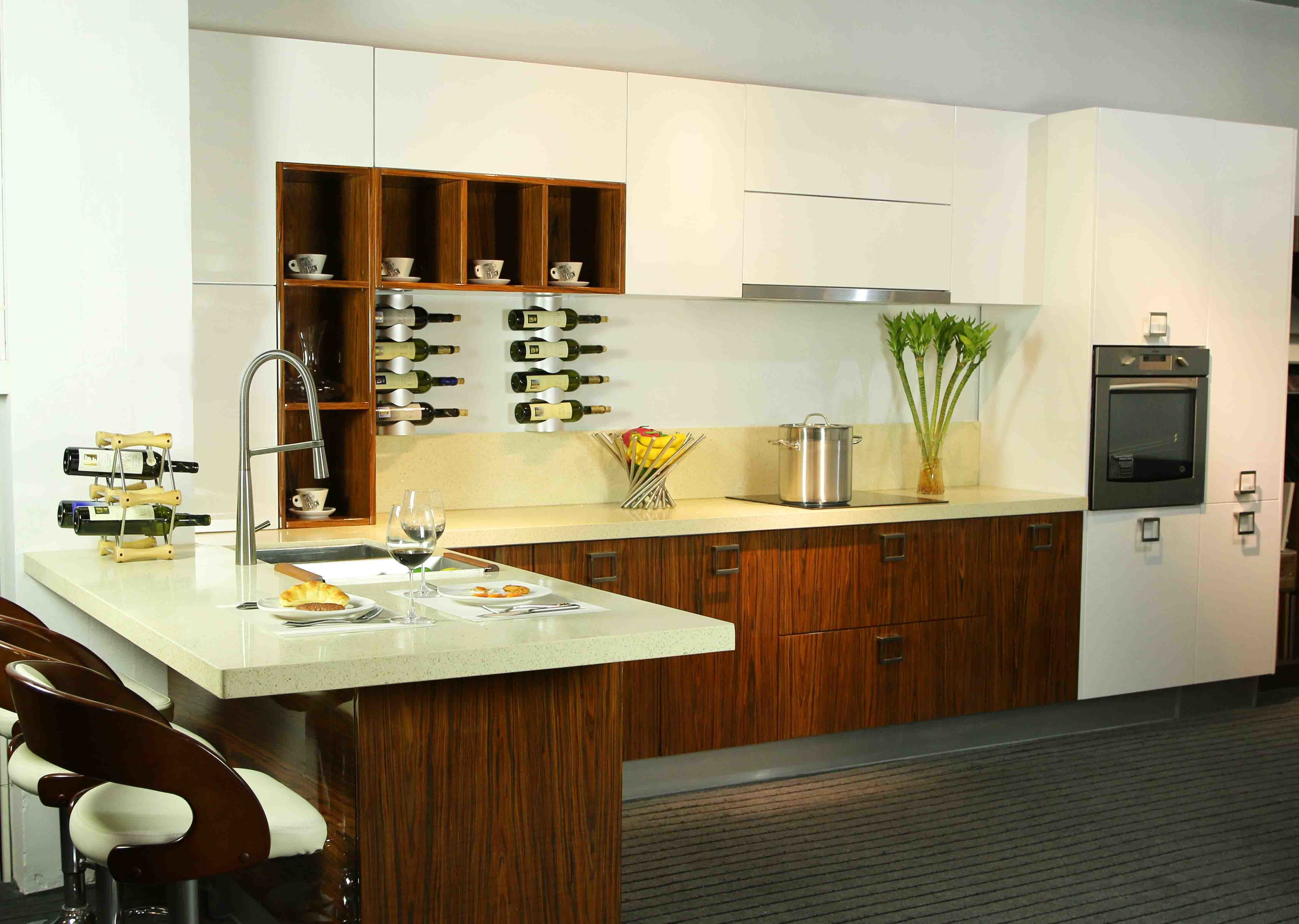 China Wood Veneer Lacquer Kitchen Furniture (BR-LV005) Photos ...