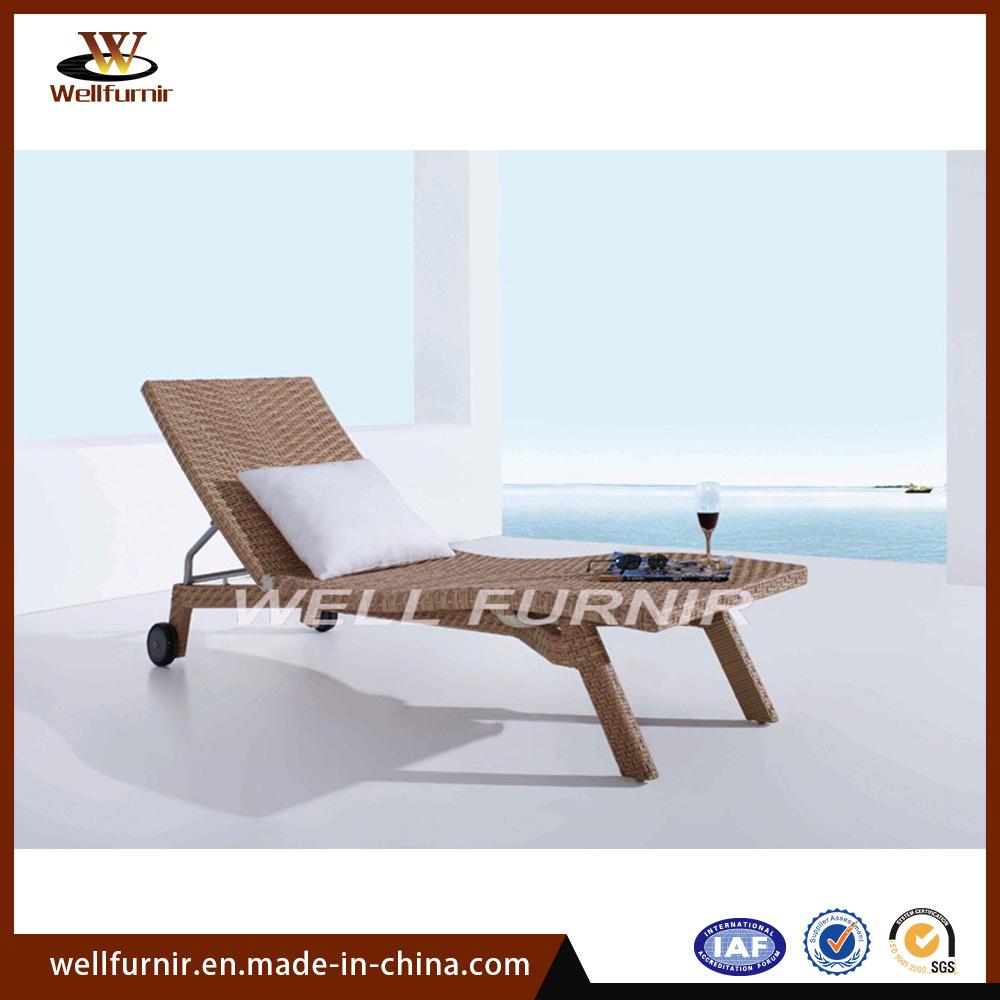 - China Outdoor Patio Wicker Sun Lounger / Plastic Rattan Pool
