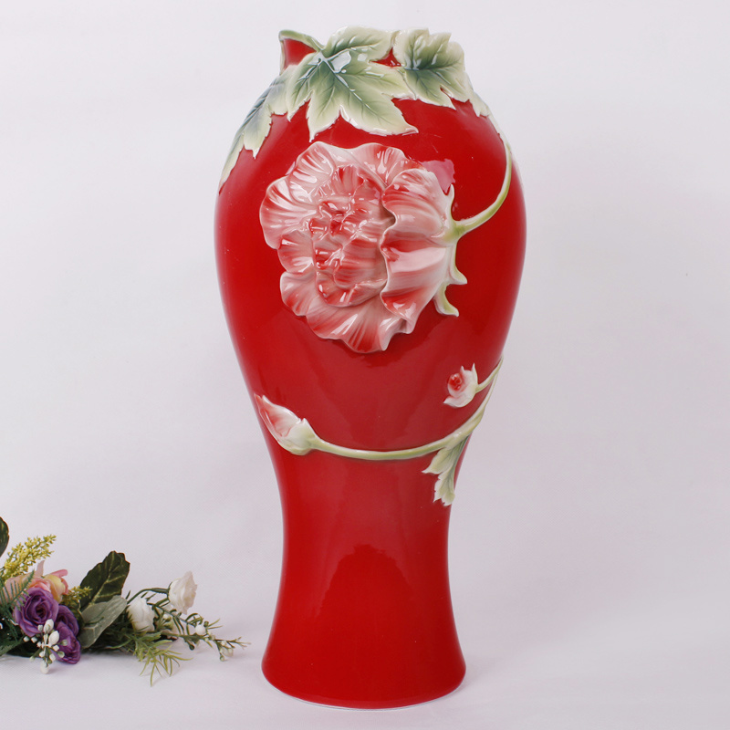 Chinese Folk Red Vase With Brilliant And Dazzling Colors Made In