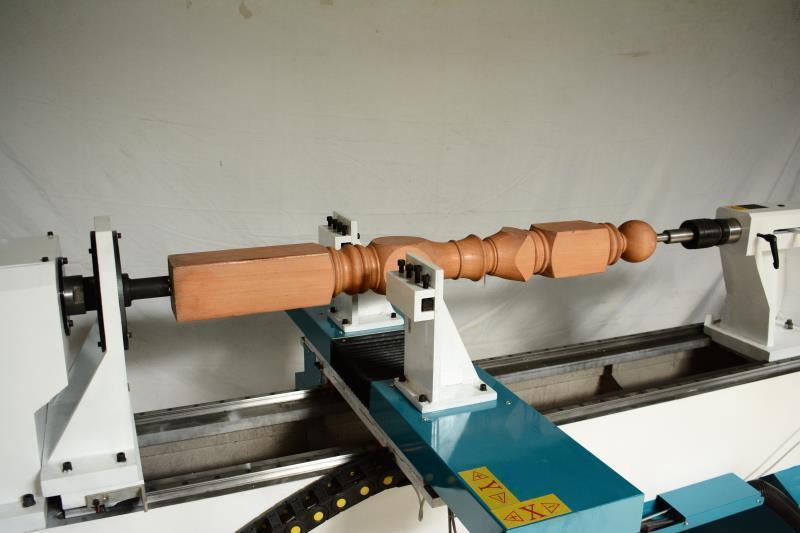 China Cnc Wood Lathe Machine For Turning Wooden Legs Staircase And Baseball Bat