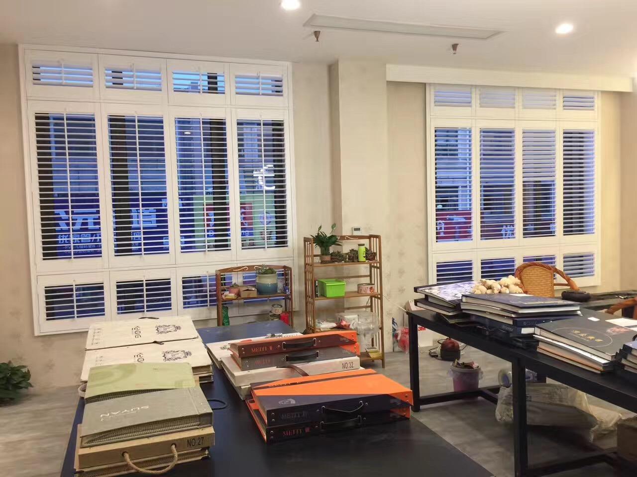 Hot Item 2018 Guangzhou Modern Design Wooden Window Plantation Shutters
