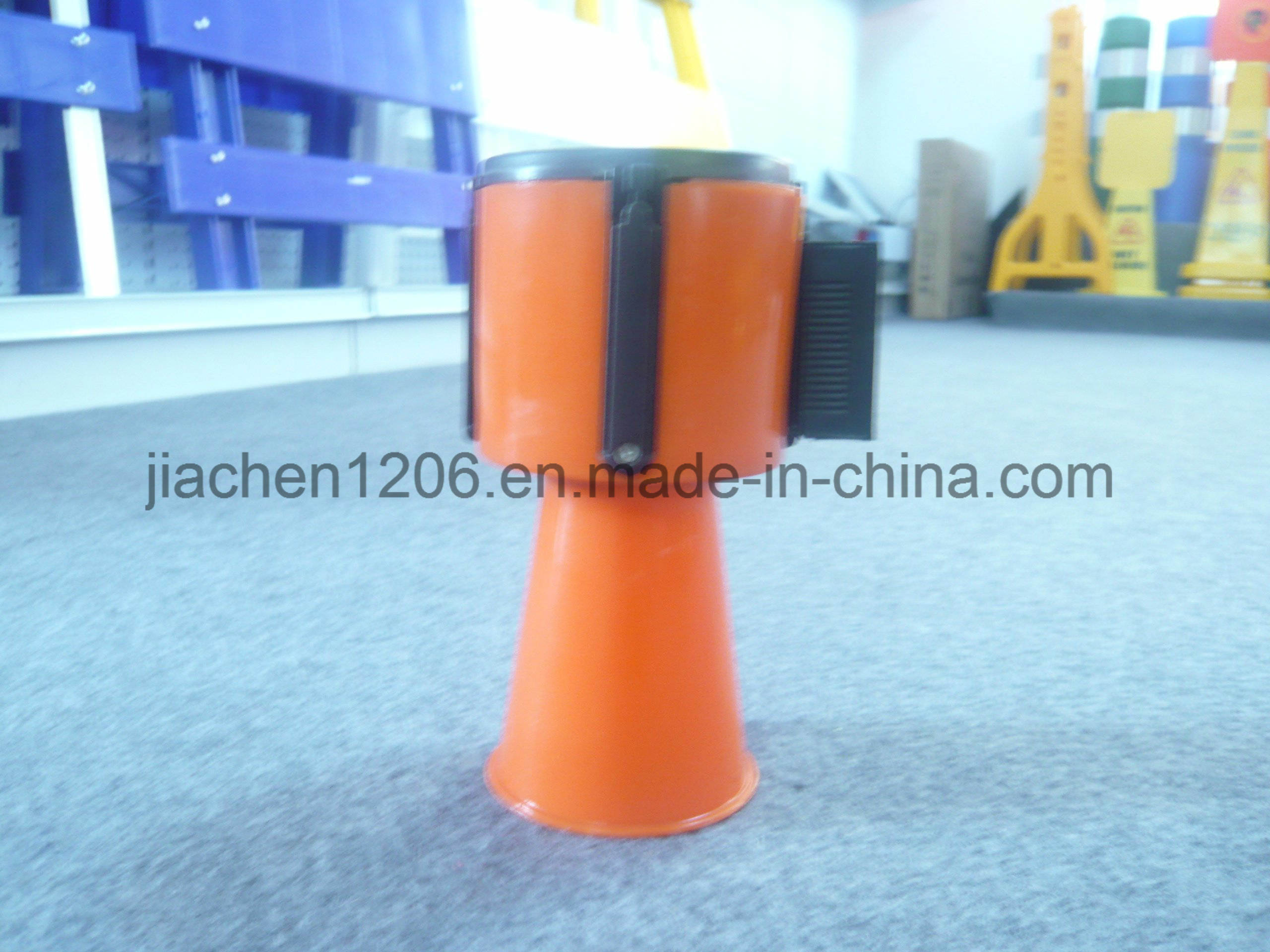 Jiachen High Quality Favorable Price PE Retractable Barrier pictures & photos