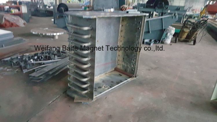 China Brand Rcde Oil-Cooling Electromagnetic Tramp/Laboratory Iron Separator for Belt Conveyor pictures & photos