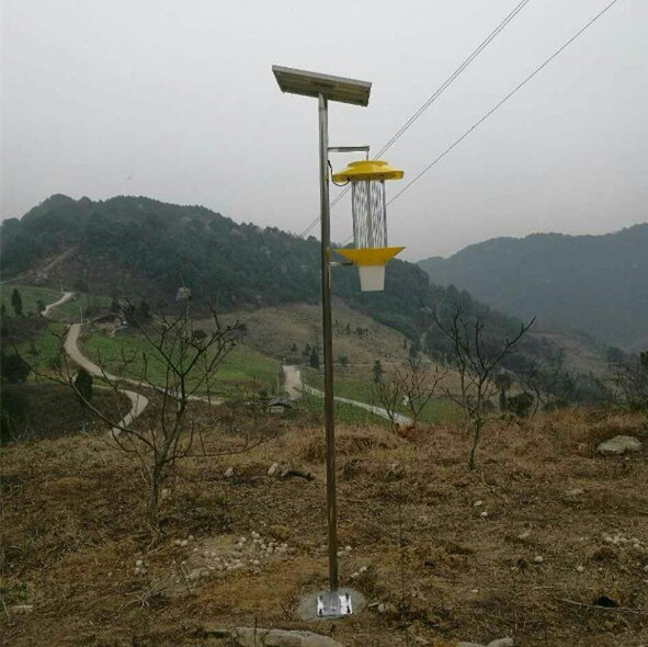 Solar Powered Mosquito/Insect Killer Lamp for Farm Pest Control pictures & photos