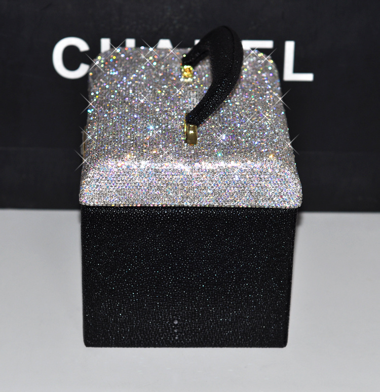 China Ea013 Professional Fancy Glitter Rhinestone Makeup Storage Case Organizer With Mirror Large Bling Crystal Women Cosmetic Bag Photos Pictures Made In China Com