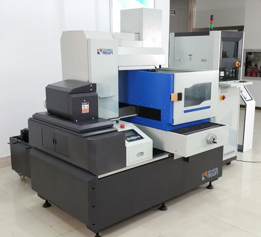 New Design Model EDM Wire Cut Machine pictures & photos