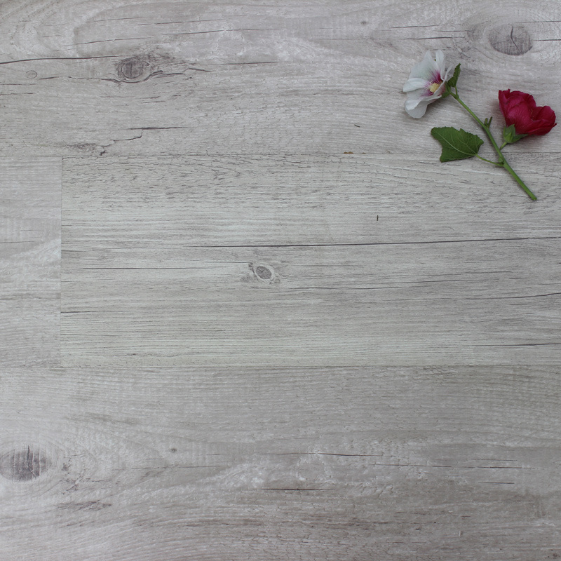 Nature Oak Laminated Wood Flooring with SGS Certificate pictures & photos