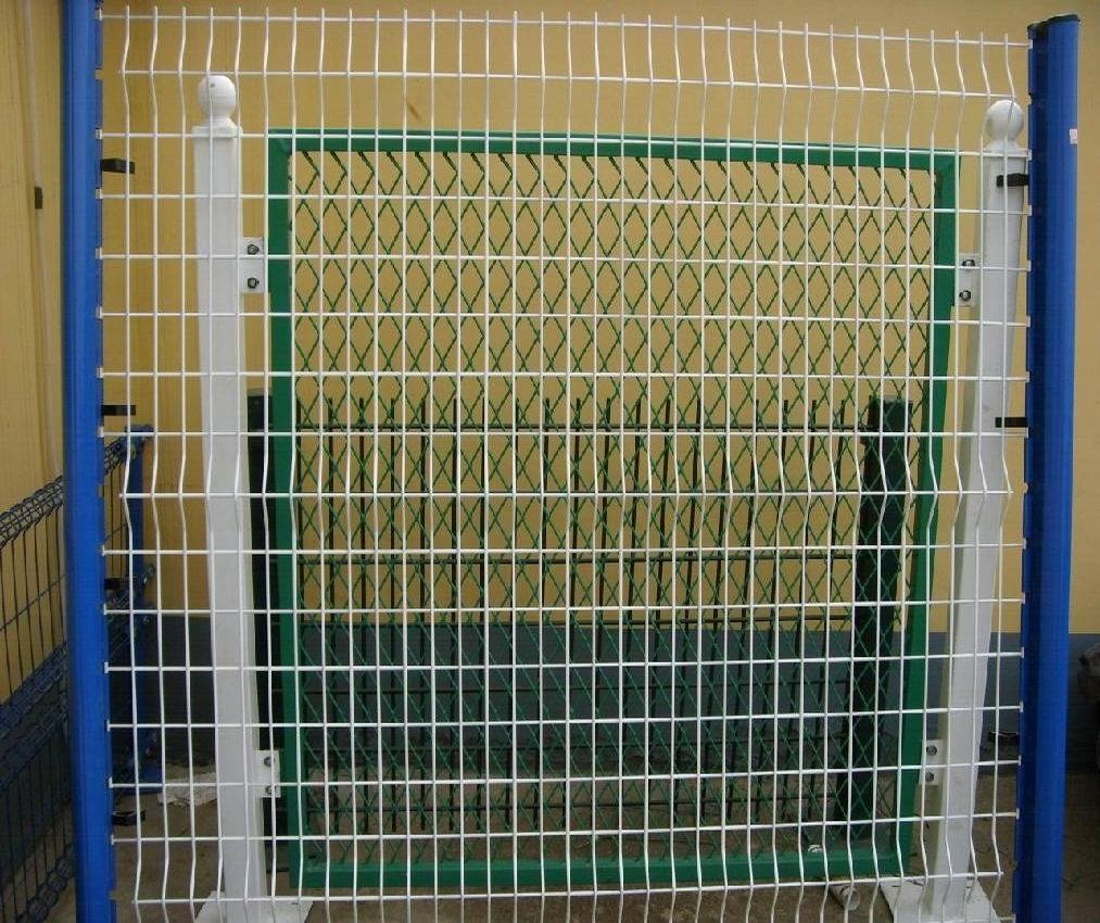 China Backyard Metal Fence/House Gate Designs/Curve Wire Mesh Fence ...