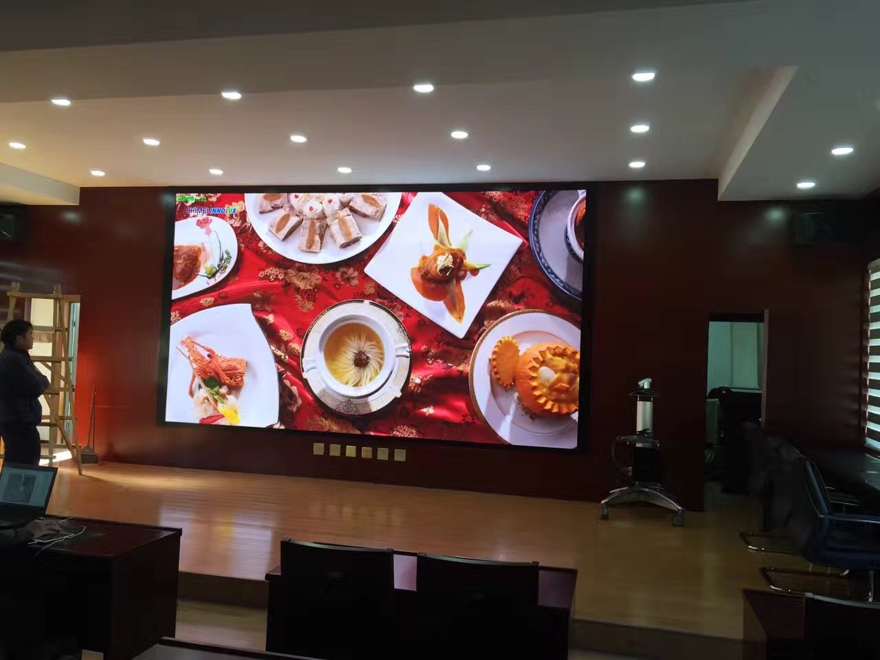 [Hot Item] 4K/8K Resolution 1 44mm Small Pixel Pitch Seamless Large LED  Video Wall