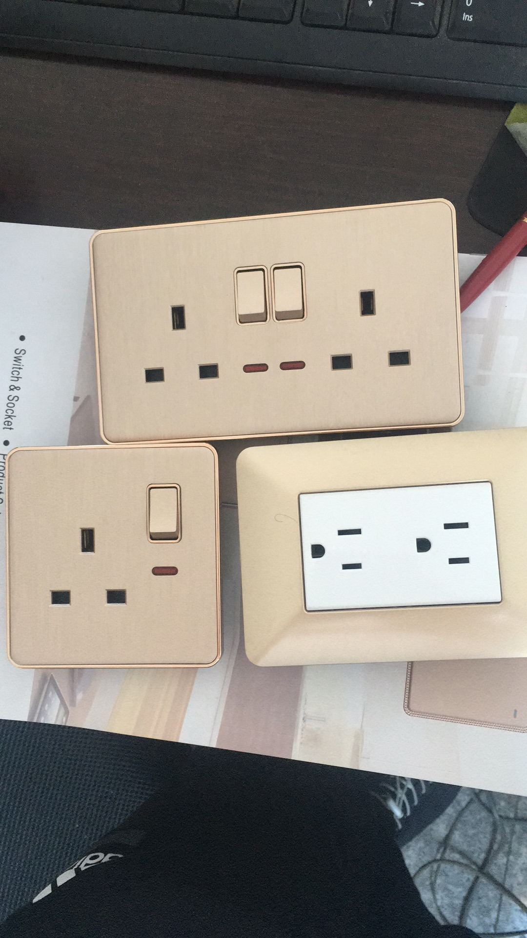 China Wholesale Double Universal Socket Two Gang One Way Switch Wall