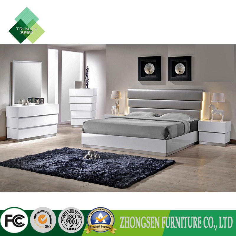 China Customization Contemporary Italian Style King Bedroom Furniture Sets In White And Sliver High Gloss Lacquer With Oak Wood
