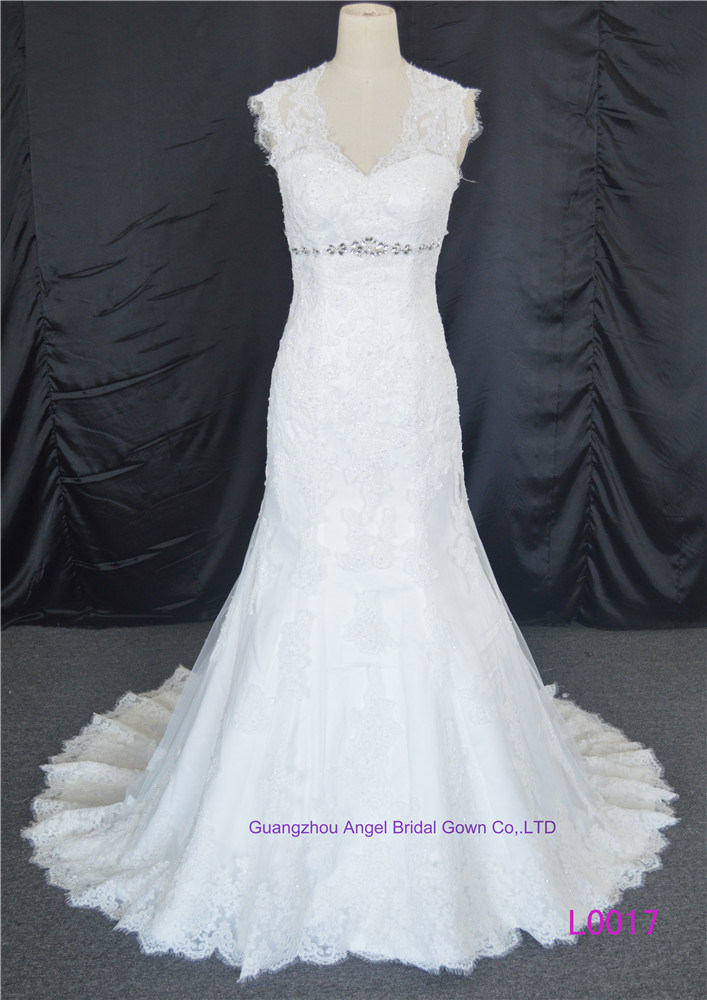 China Sheer Neckline Bridal Gowns Buttons Lace Wedding Dress - China ...