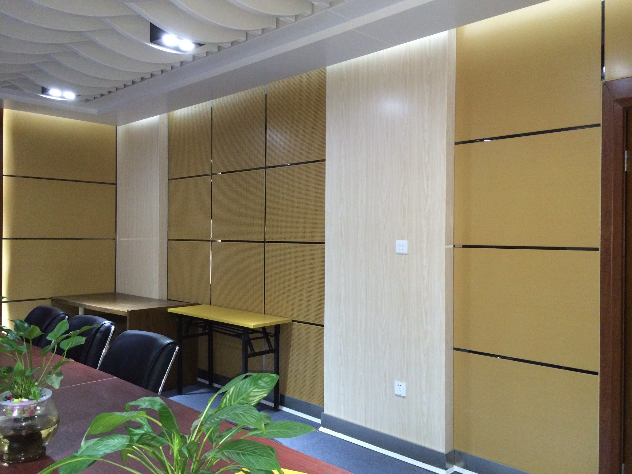 China Punch Aluminum Alloy Ceiling Sound Insulation for Meeting Room ...