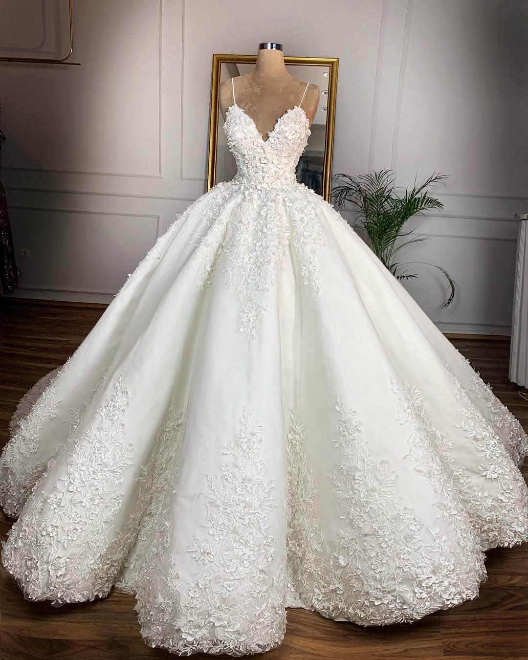 China Bridal Ball Gowns Plus Size Lace Puffy Luxury Wedding Dress