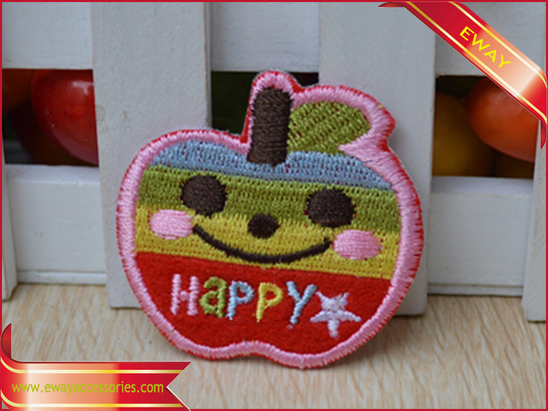 Iron on Fabric Embroidery Label Garment Butterfly Embroidery Label pictures & photos