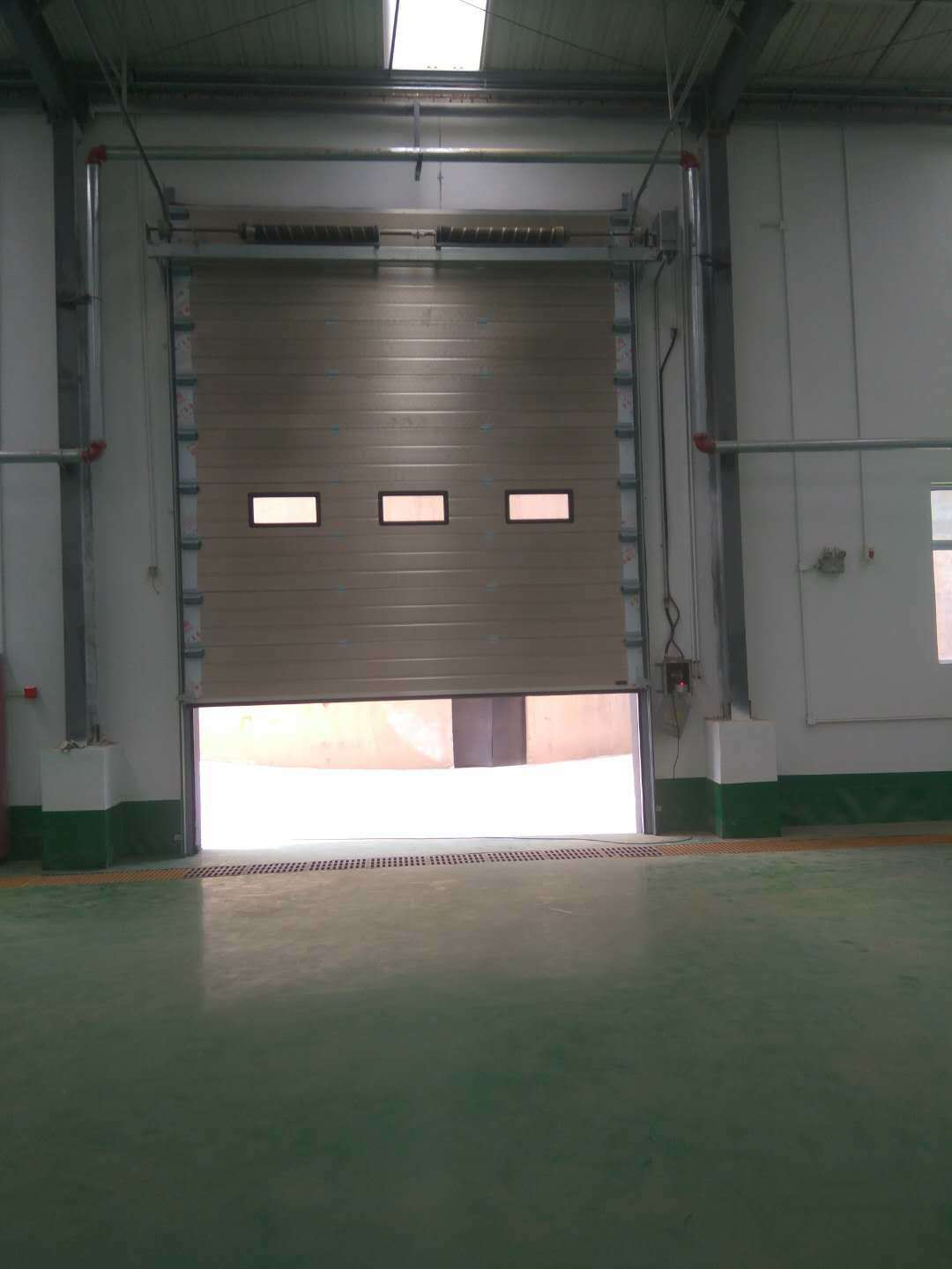 China Stainless Steel Sandwich Panel Auto Control Overhead