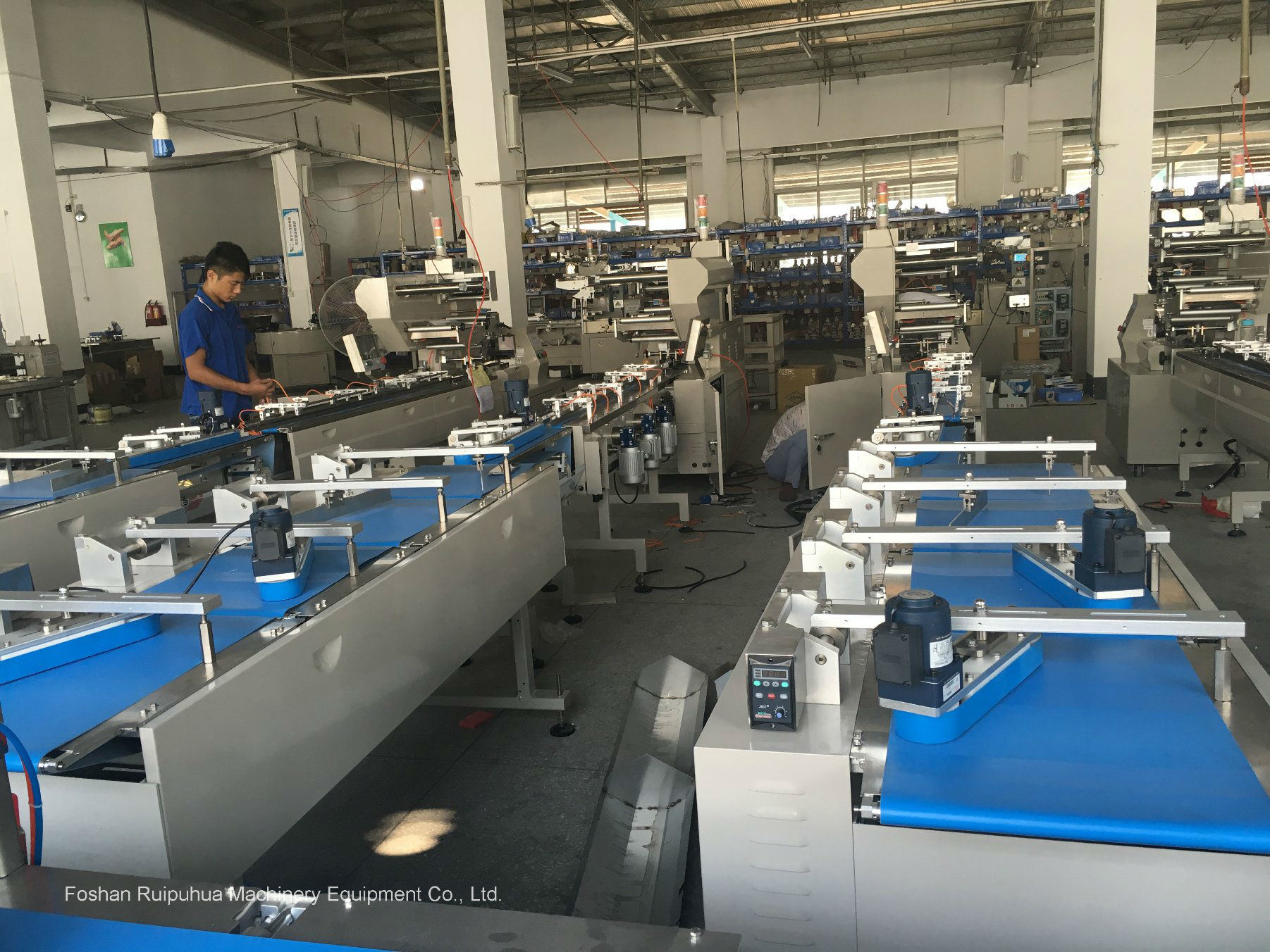 Turntable Type Automatic Feeding and Packing Line/System pictures & photos