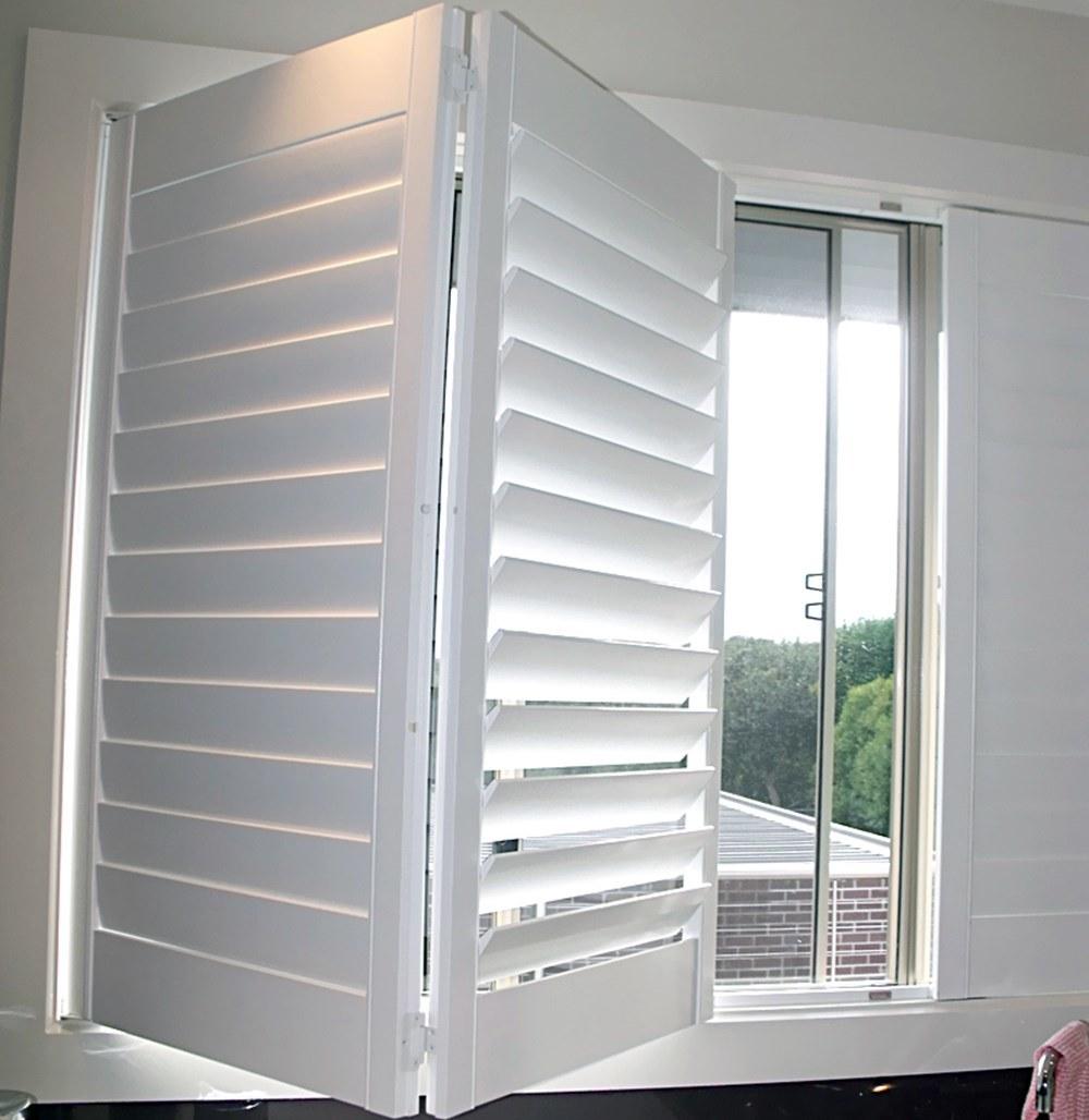 China Custom White Indoor Wood Window Blinds Folding