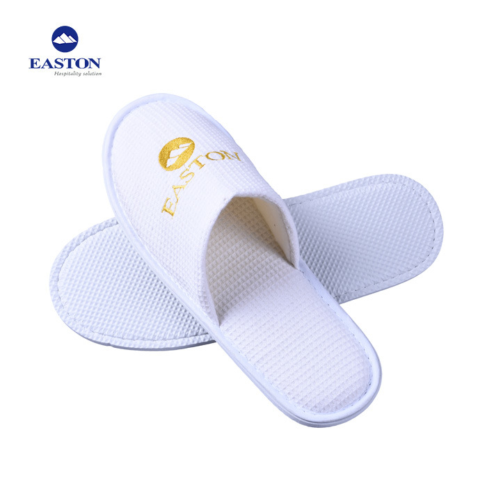 6124e5748bd3 China Custom White Closed Toe Waffle Slipper with Embroidery Logo ...