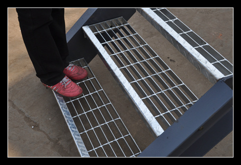 Customize My Truck >> China Galvanized Outdoor Steel Grating Stair Treads ...