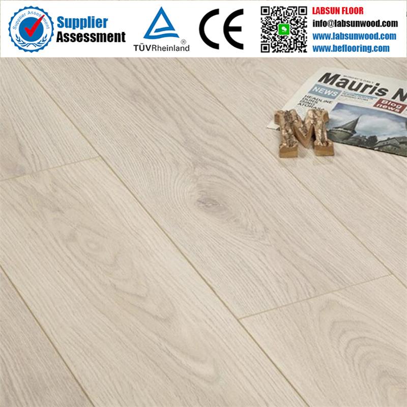 China 12mm 8mm 7mm Hdf Light Oak, Light Laminate Flooring