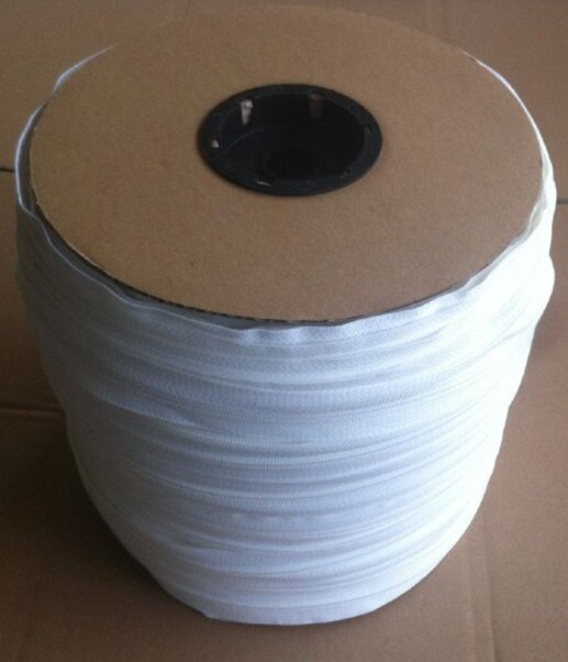 #5 Nylon Zipper Chain White Color with Bobbin Package