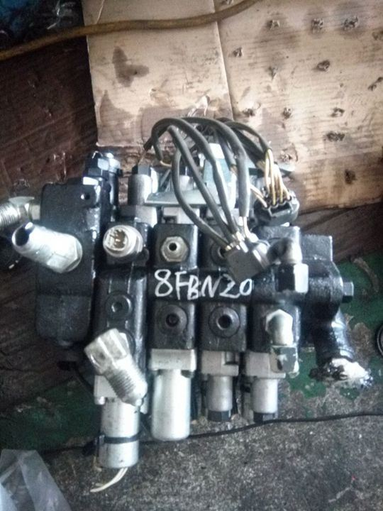 Toyota 7fbef10/18/20/25 Multi-Way Valve for Forklift