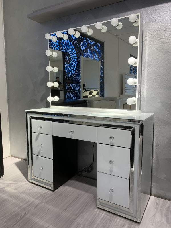 China Simple Dressing Table With Mirror