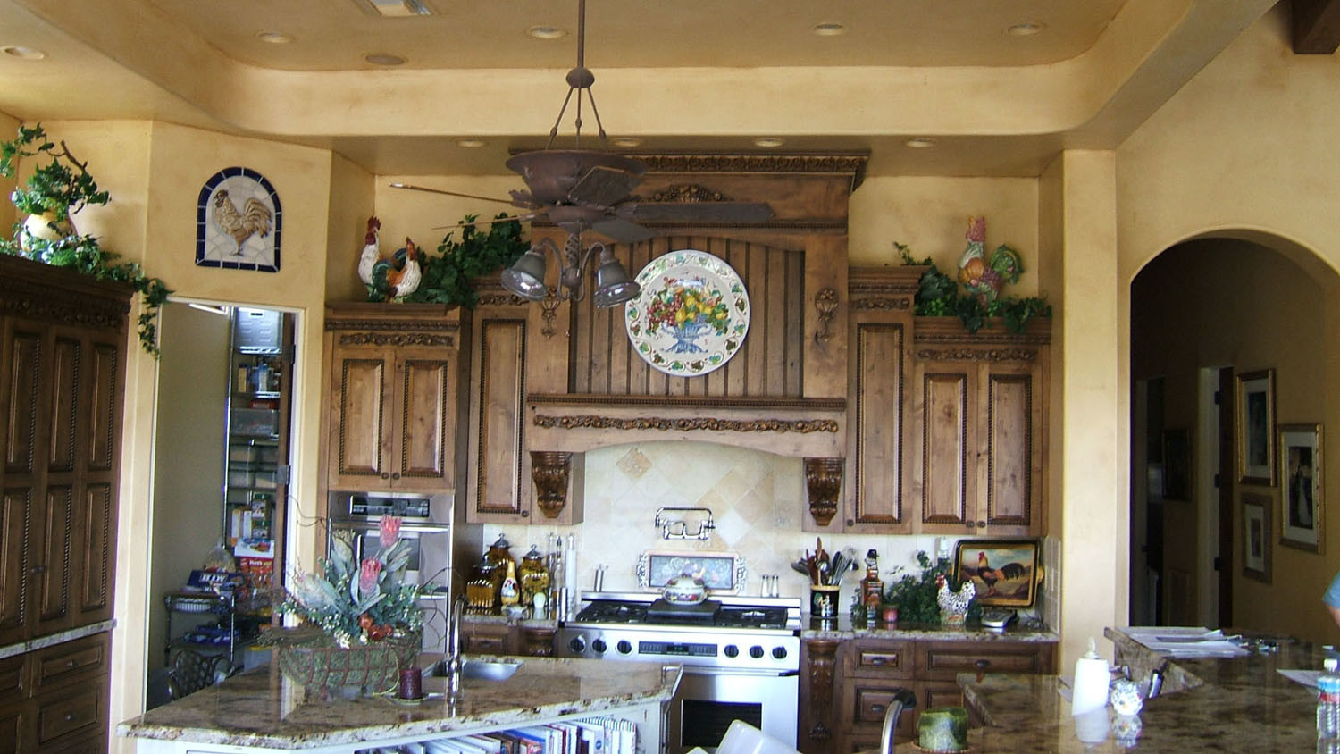 China Country Style Kitchen Cabinet (KC03) - China Solid ...