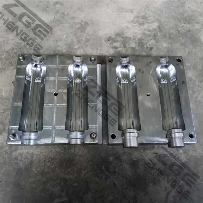 China Pet Bottle Blowing Mould Supplier pictures & photos