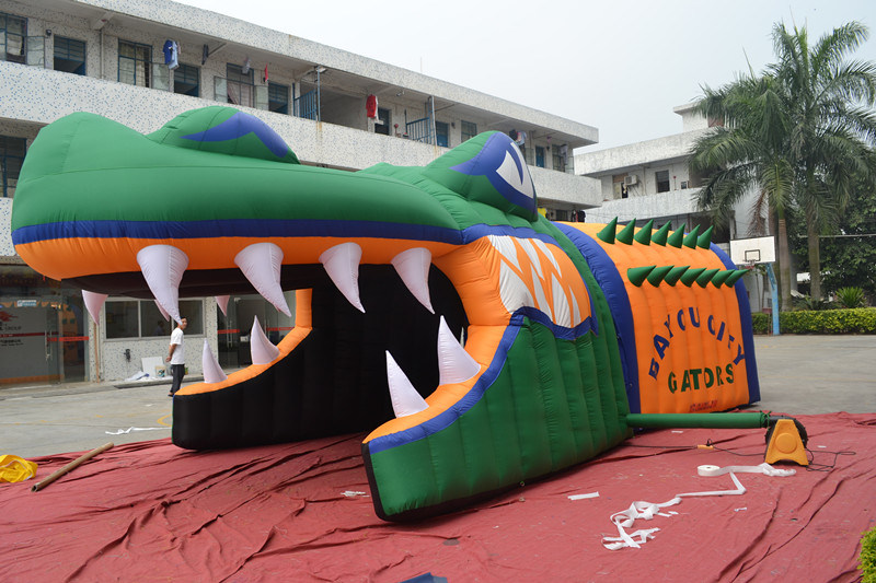 Hot Sale Inflatable Alligator Blast Tunnel For Sports