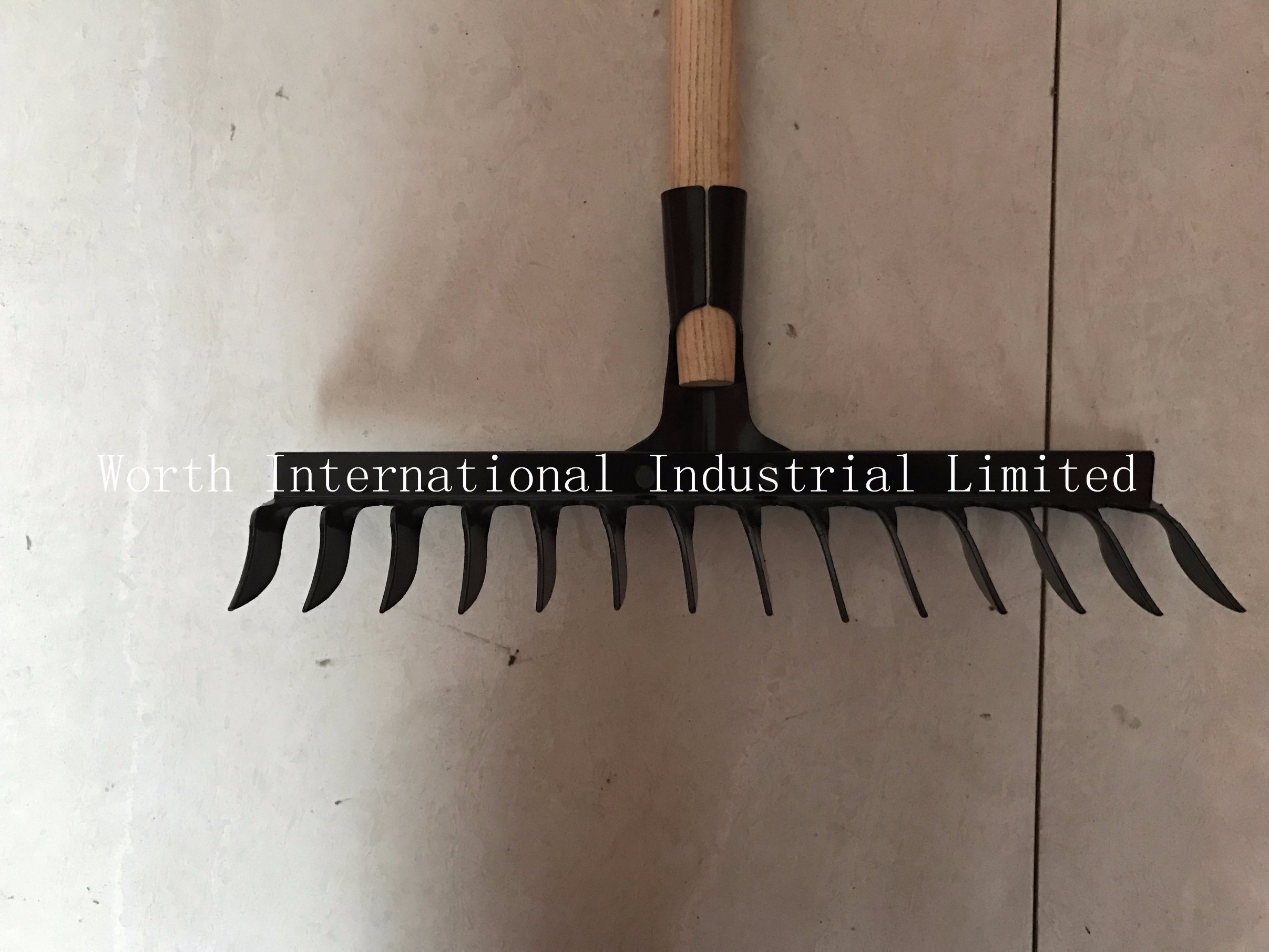 Wood Handle Rake pictures & photos