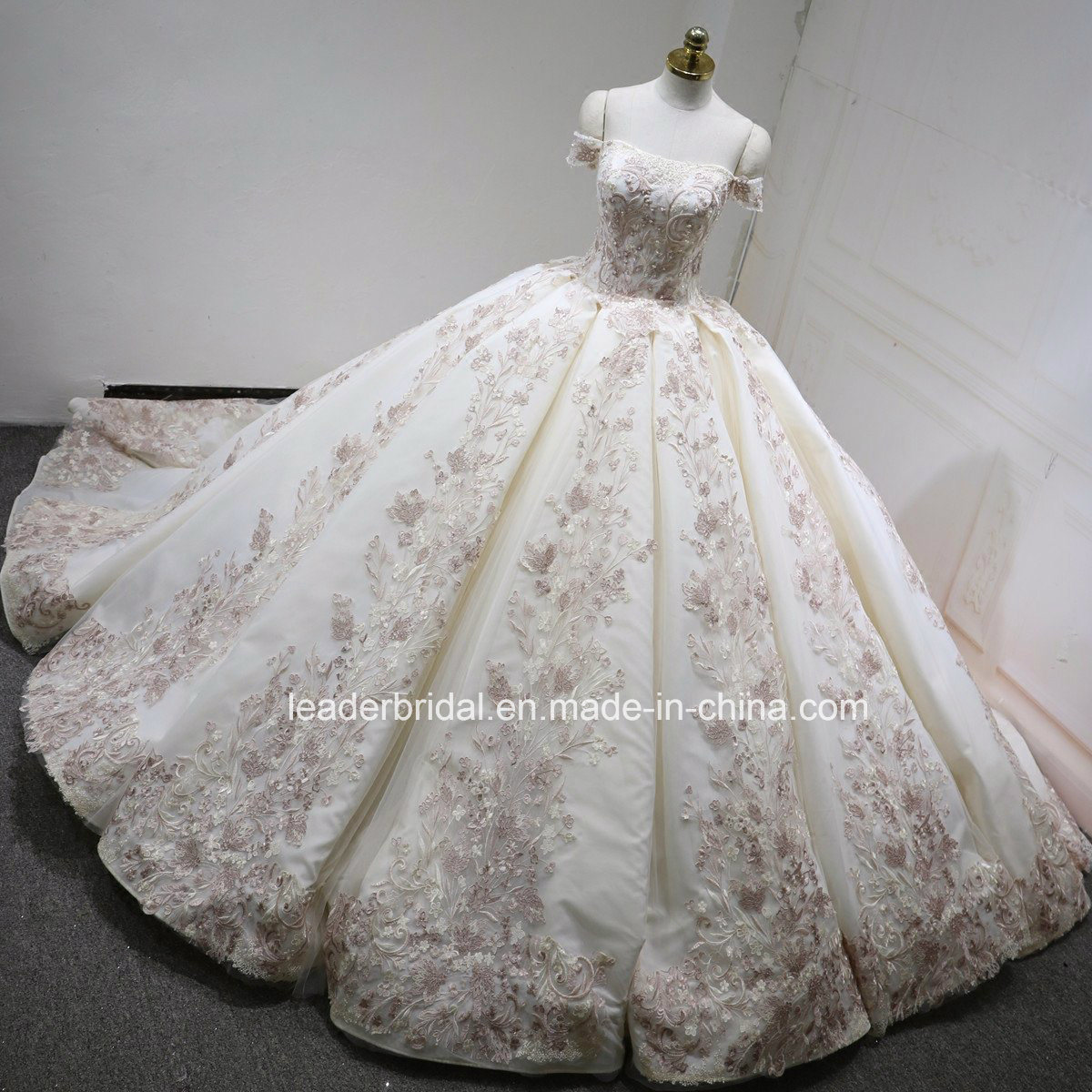 China Off Shoulder Bridal Ball Gowns Blush Pink Color Accent Lace