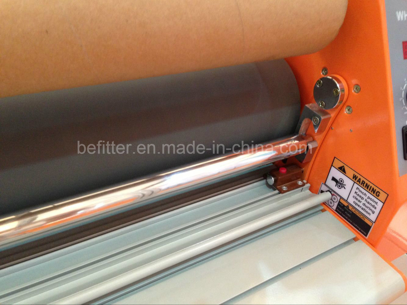 "Wh-1600lh 1.6m 63"" Cold Laminator with 60 Degree Temperature Assist"