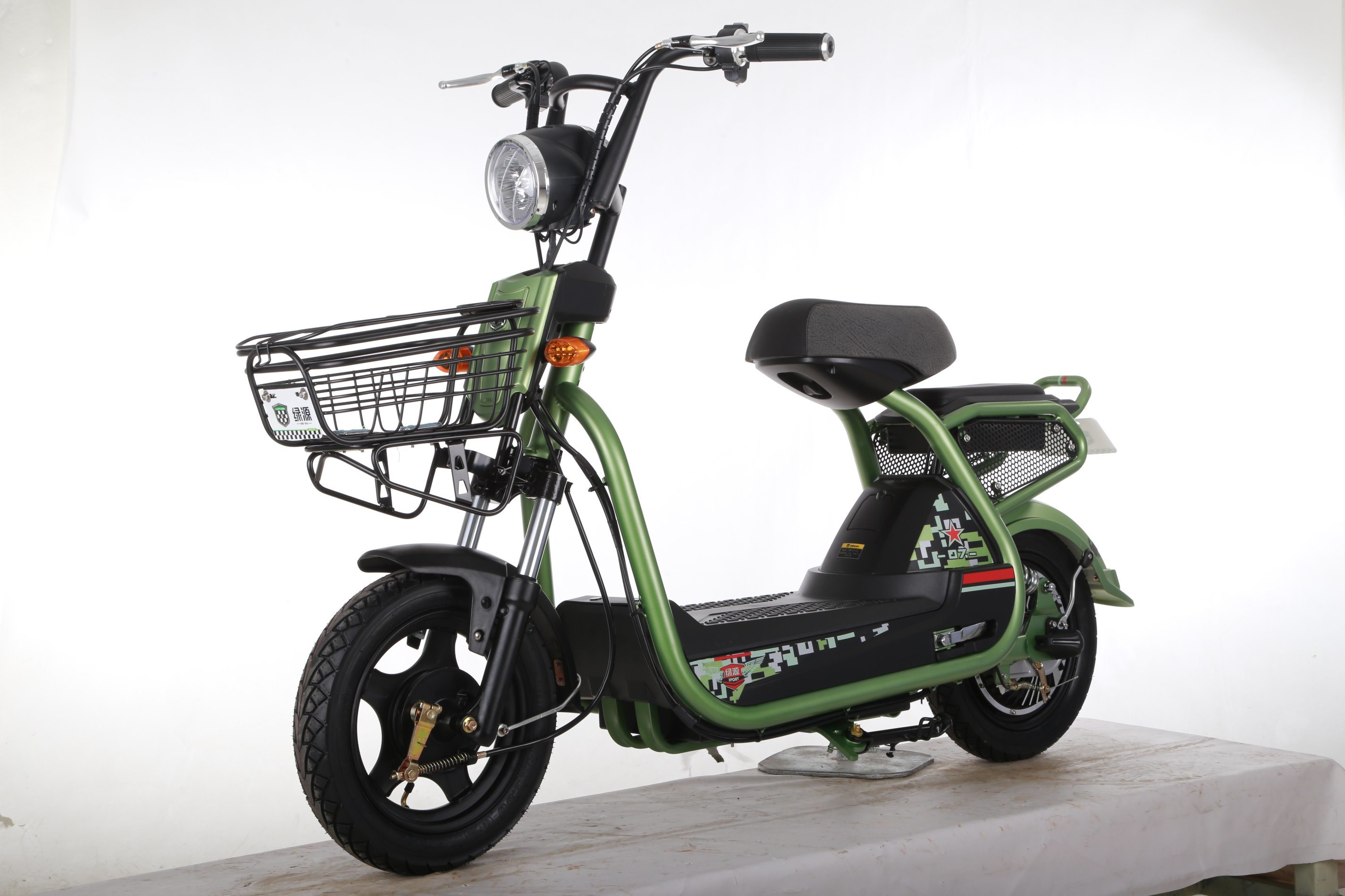 500W Mainstream E-Scooter for Young People with USB Interface and Child Lock pictures & photos