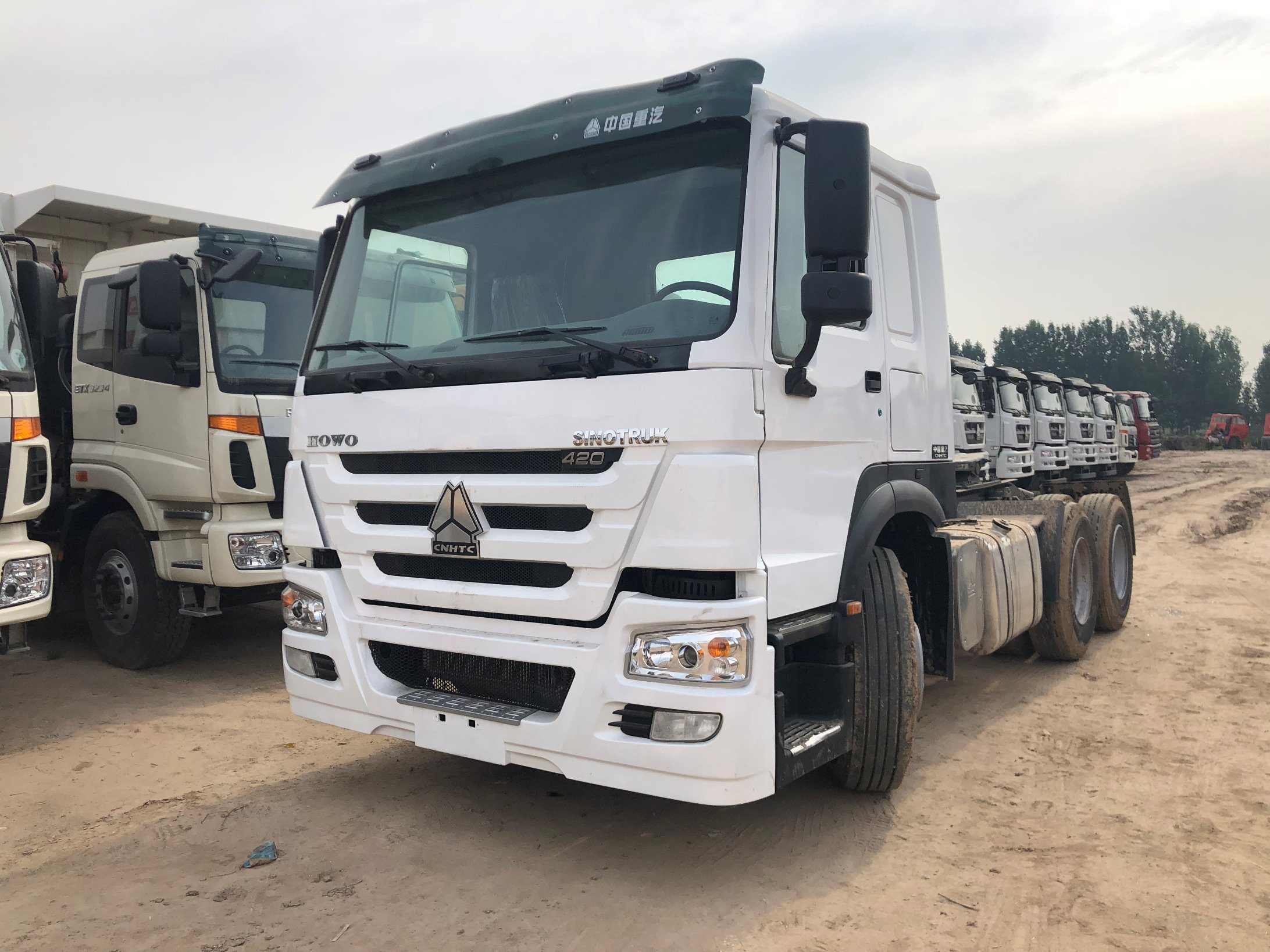 Red HOWO Prime Mover Truck 371HP / 336HP ZZ4257N3241 LHD