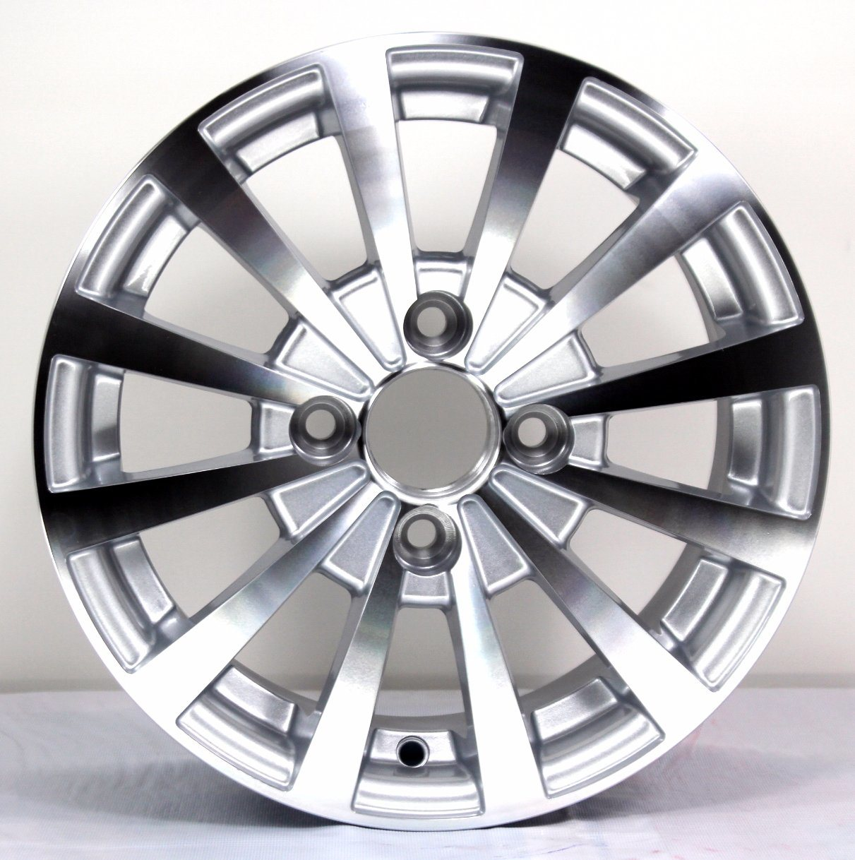 China Hot Design 13 Diameter Replica Bentley Alloy Wheelsr Silver ...