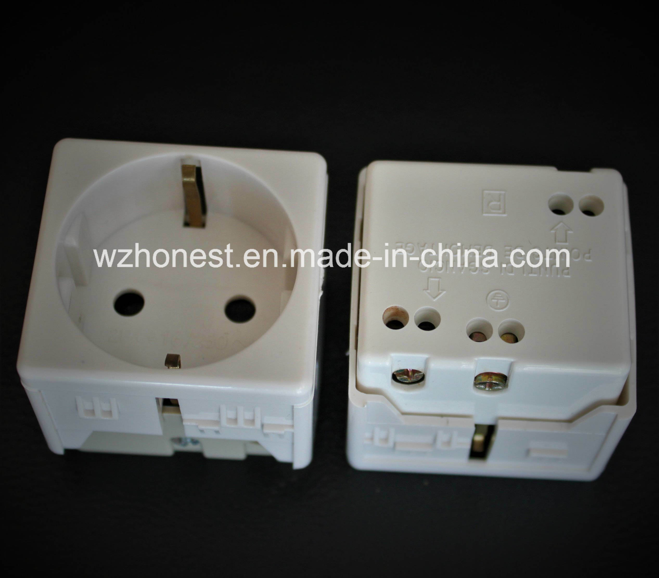 Italian Standard PC Materia Good Sell 2pin Schuko Socket