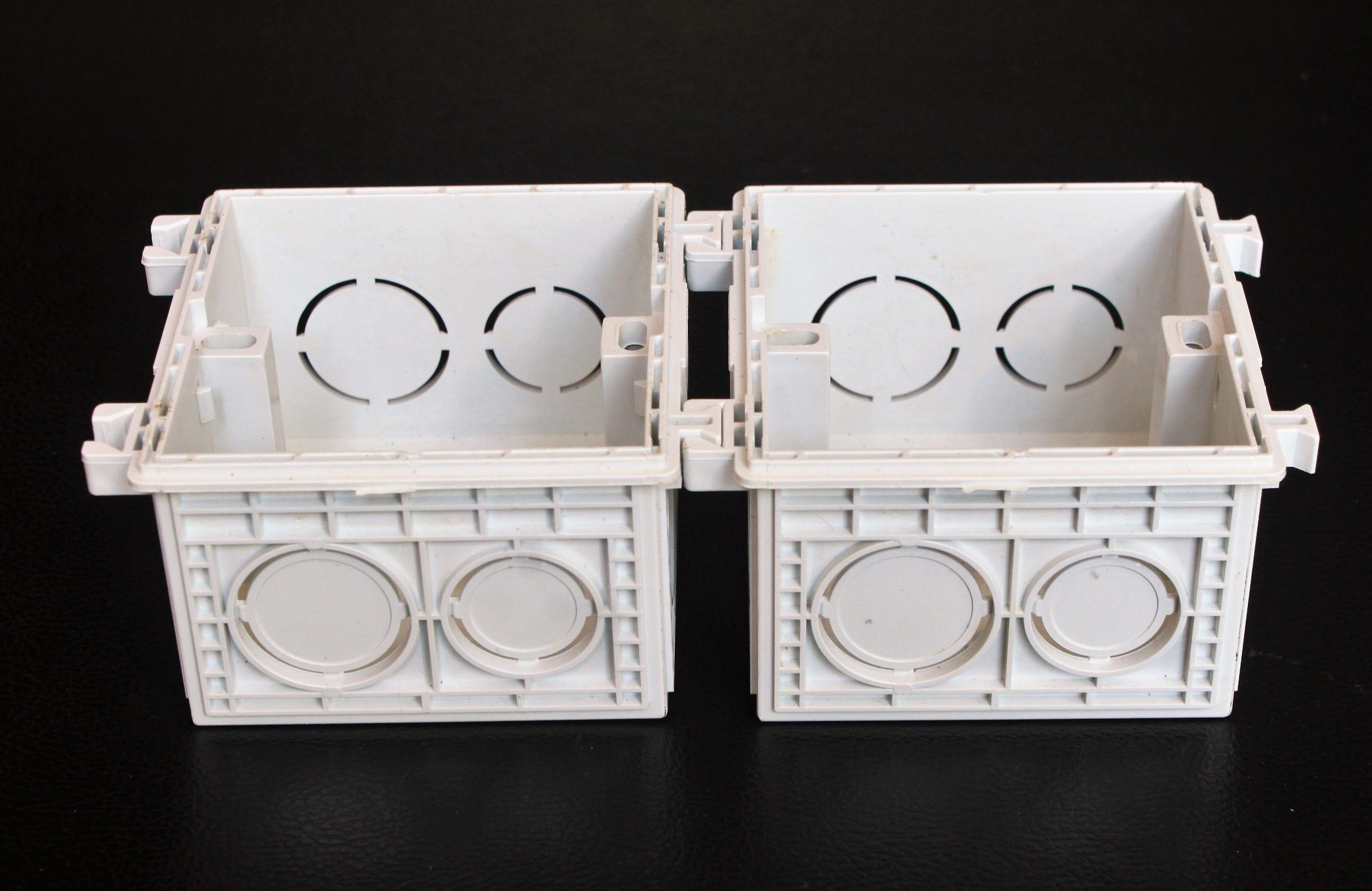China Beauty PVC Electrical Wall Mount Switch Box Electrical Wiring ...