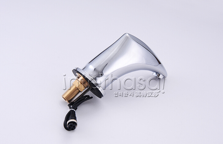 2016 Popular Brass AC and DC Operate Hot/ Cold Water Automatic Sensor Faucet pictures & photos