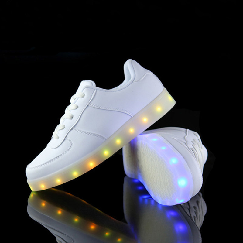 Battery Operated USB Charging Light LED Shoes with 7 Changeable Color pictures & photos
