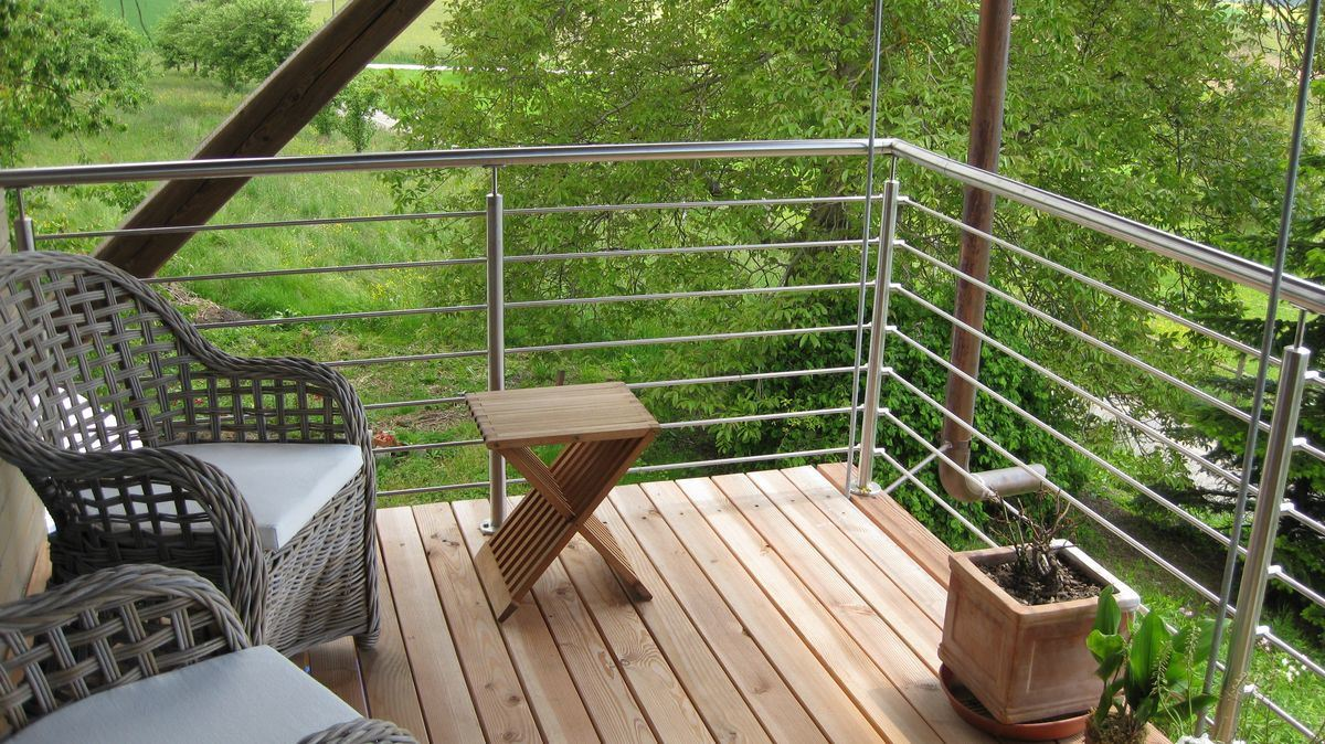 Picture of: China Stainless Steel Cable Deck Railing Mounted On Floor Stair Railing China Fencing Baluster