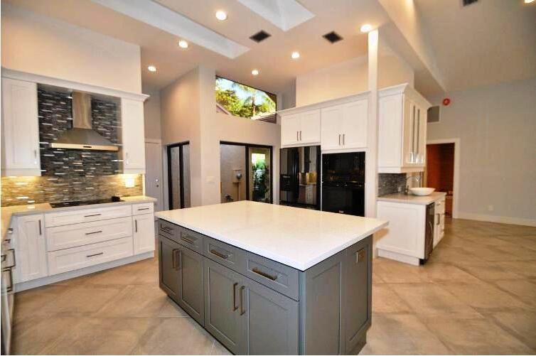 China Shaker White American Kitchen Cabinets Solid Wood ...
